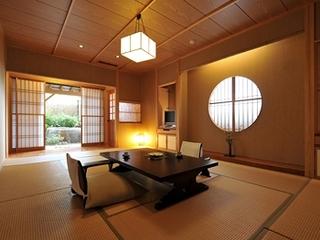 山王院「桜」和室12畳 柔らかな光さす和み空間と大御影石露天