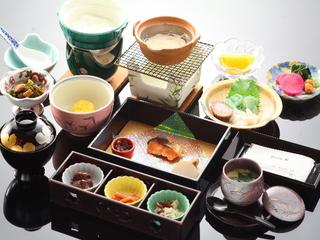 【豊潤】メイン料理は黒毛和牛の朴葉焼きプラン