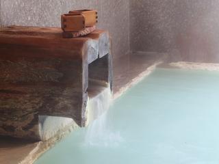 【憩恵】足元自墳泉の貸切風呂と旬の会席料理を愉しむ