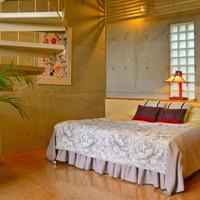 「メゾネット館」テラス付2階建て客室。解放感抜群、螺旋階段の先は展望風呂、お庭の眺めNO1のお部屋