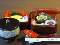 【一泊二食L 早期予約】松花堂弁当風の夕食をお仕度。お食事をお部屋にお持ち頂く事も出来ます(早PL)