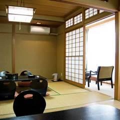 海側バストイレ付和室(6畳+8畳)+洋室ツイン(禁煙ルーム)