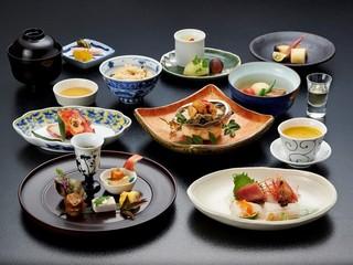 北海道の山海の幸を堪能〜南館基本料理【暦の膳】プラン〜 夕朝食はお部屋食で提供