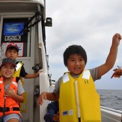 「お父さん、こんなに釣れたよ!」親子で大興奮の夏休み☆小魚釣り大会☆優勝者はカニ料理2名様ご招待P
