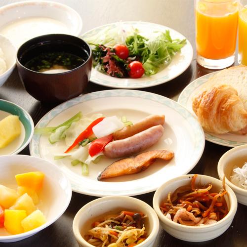 当日予約OK!種類豊富な温泉+富士山眺望最上階レストランでの朝食バイキング付き【御殿場高原ホテル】