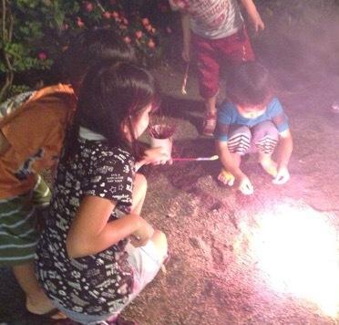 【10月も花火】お庭で花火をしませんか?手持ち花火ミニセット(16本入り)をプレゼント!!