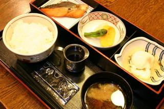 【通年】お仕事の後には美味しいお食事♪1泊2食(夕・朝食付き)プラン