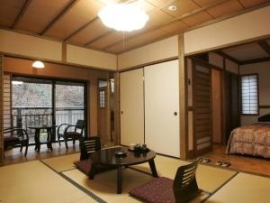 ■和室6畳+ベッドルーム■ミニキッチン・切石風呂付き