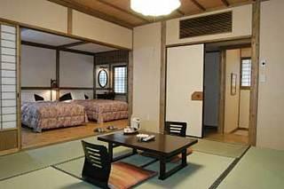 ■和室8畳+ベッドルーム■ミニキッチン・檜風呂付き