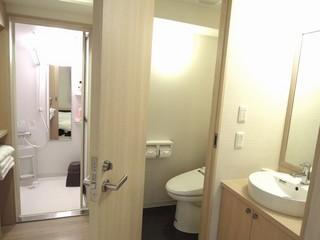 【日祝平日限定&当日限定】バストイレ別のお部屋を独り占め★フローリングにお布団の広々お部屋をご案内