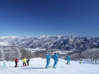 Time in Hakuba Valley〜白馬八方尾根または白馬五竜春スキーリフト券付〜(朝食付)