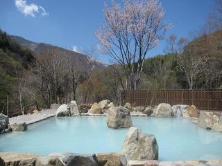 しだれ桜の里奥信濃高山と100%源泉かけ流しを堪能