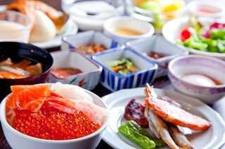 【開業10周年特別2食付きプラン】夕食は贅沢に洋中ミックス料理付き♪