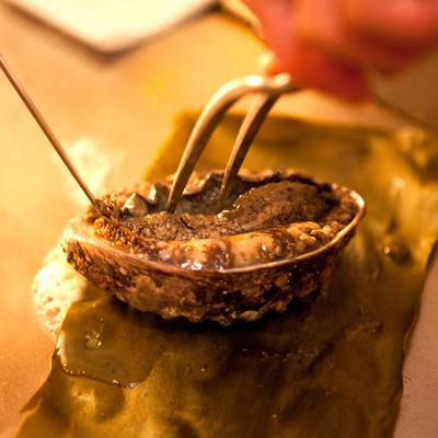 【鉄板焼きプレミアム梅コース】国産黒毛和牛の鉄板焼きと贅沢海鮮を堪能プラン