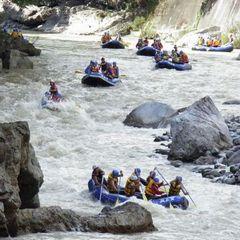 【利根川の源流で家族みんなでラフティング!】温泉とアウトドアスポーツで週末満喫プラン