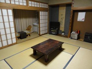 甲斐駒を正面に、早朝の赤駒が室内より描ける部屋