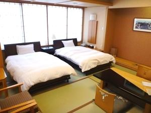 【限定2室】最上階 ツインベッド付和室