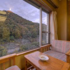 和室8畳(川側)◇客室バスは源泉供給