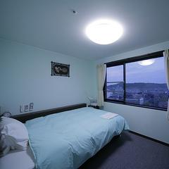 【喫煙・シングルルーム】19平米・全室フリーWi-Fi