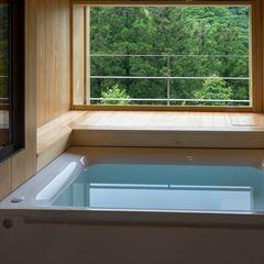 リッチな半露天風呂付客室(本館301)◇海と山の人気食材使用の《竹》会席プラン