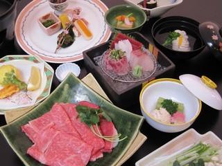 茨城の豊かな大地が育てた『常陸牛』すき焼き会席プラン 一人舟盛りのお造り付き