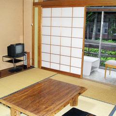【夕食のみ】素朴な郷土料理をお部屋食で。川音が心地よい昭和の風情残る温泉宿