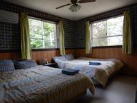 クィーンダブルサイズのシモンズ社ベットが2台入ったお部屋。1