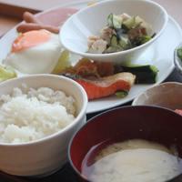 【駐車場無料】和食中心の朝食&日替わりメニューの夕食「1泊2食付」プラン