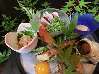 季節の天然魚介類会席  (現金決済特典)
