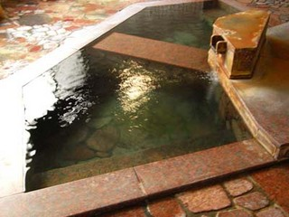 【湯本の名湯で素泊り】湯色を変える100%源泉かけ流しの自慢の温泉
