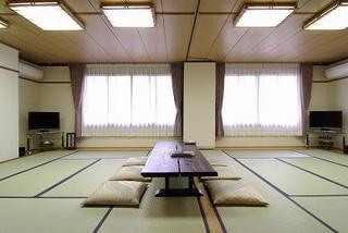 2階【大原】八坂の塔眺望グループ向き間仕切り可能な大部屋