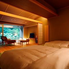 和ベッドと庭園を一望出来る展望風呂付客室(AYタイプ)