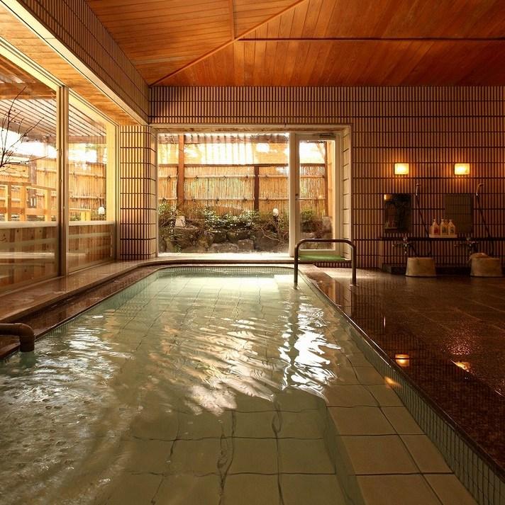 中庭を望む石造り露天風呂 錦の湯 地本屋 関連画像 3枚目 楽天トラベル提供