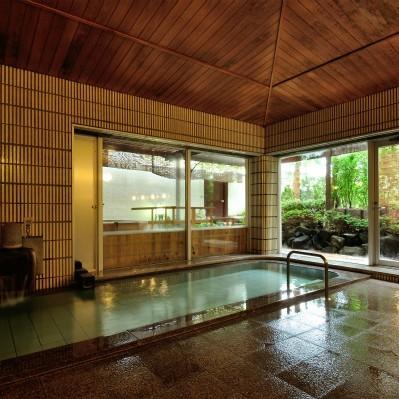 中庭を望む石造り露天風呂 錦の湯 地本屋 関連画像 2枚目 楽天トラベル提供