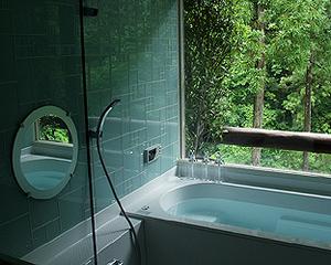 渓谷を眺められる温泉(お部屋の浴室)・囲炉裏付客室に泊まる
