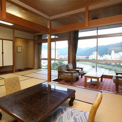 飛騨川と鉄橋を望む家族客室15畳