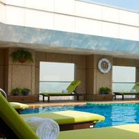【素泊まり】夜景自慢の五つ星ホテル★バスタブ完備!サウナ、43階屋上温水絶景プール利用無料!