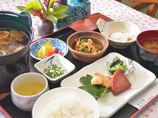 【2食付】島で採れる食材を活かした田舎料理に舌鼓