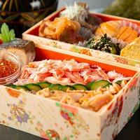 【2021新作!客室弁当】紅ずわい蟹&はらこ飯や特製出汁巻き 朝は大好評、炙り金目鯛弁当プラン