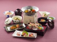 【平日限定】【50歳以上シニア旅】【人気客室も同額特典付】選べる3種の御食事を愉しむゆったり大人旅