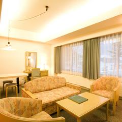 キッチン・4畳半和室付スタンダード和洋室 【喫煙・63平米】