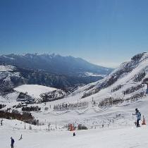 【スキー・スノボ選べるリフト1日券付】すき焼きをはじめ4種類から選べるケータリング