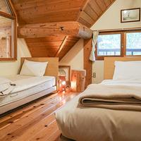 [禁煙]屋根裏風のベッドで寛ぐ洋室(約12平米)