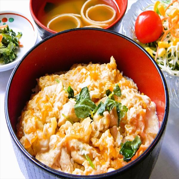 【2食付き】2名1室利用 庄内彩鶏の親子丼セット!