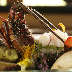 【最上級懐石】料理長自慢の最上級懐石料理「絢爛-けんらん-」をご堪能&冷蔵庫内フリードリンクの特典付