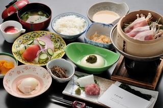 【一泊朝食】福島市内から車で30分◇福島で食べて朝は土湯の温泉でサッパリ♪ビジネスにもおススメ!