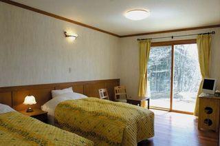 富士を眺める山中湖の旅・本館1階ツインルームプラン。露天風呂も貸切OK●2食付