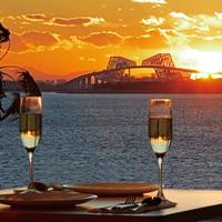 【夕焼けからはじまる☆大人デート】赤く染まりゆく空と煌めく海を眺めながらロマンティックなひとときを。