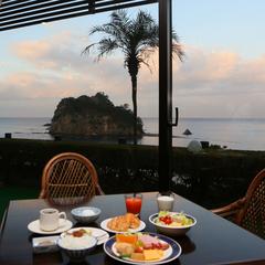 旅のプランは自由自在【1泊朝食】海一望の客室+朝食は40種類の和洋バイキング