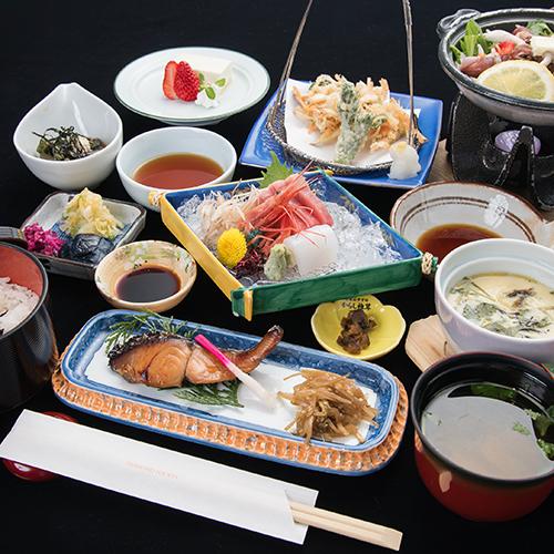 【お手軽◆二食付】<料理長おまかせ御膳>北陸の海の幸・加賀産野菜等の夕食。会員制リゾートで過ごす休日